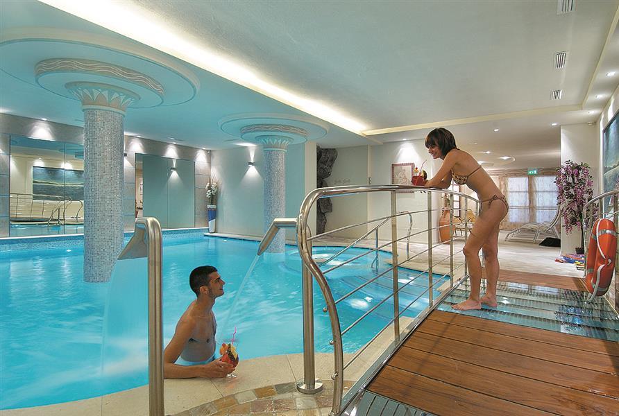 Alexander hotel alpine wellness dolomites altopiano - Hotel a molveno con piscina ...