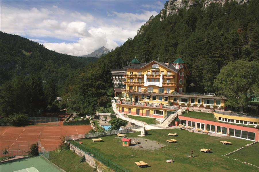 Alp wellness sport hotel panorama altopiano della for Cabine dell hotel di yellowstone del lago