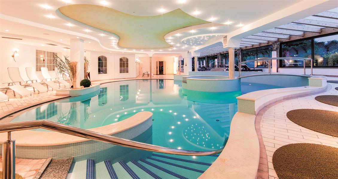 Royal hotel hinterhuber plan de corones - Piscina sospesa plan de corones ...