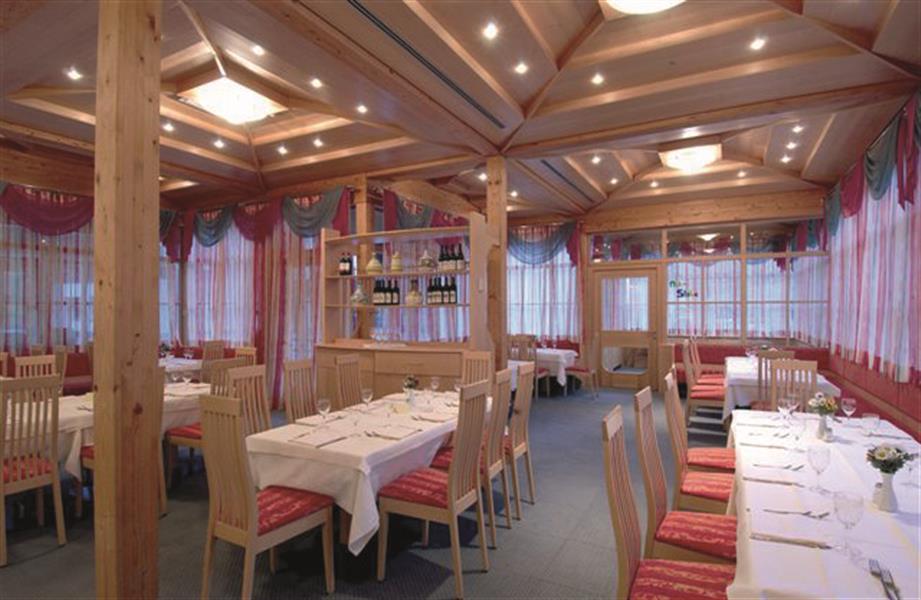 Angolo bar in casa for Casa moderna zurigo
