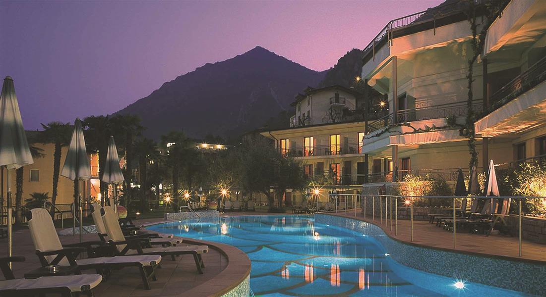 Hotel royal village lago di garda - Hotel lago garda piscina coperta ...